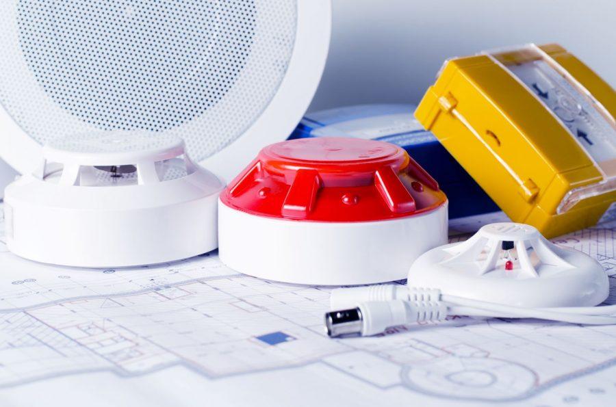 Rivelatore, sirena, sistema EVAC e tasto d'emergenza del sistema di rivelazione incendio